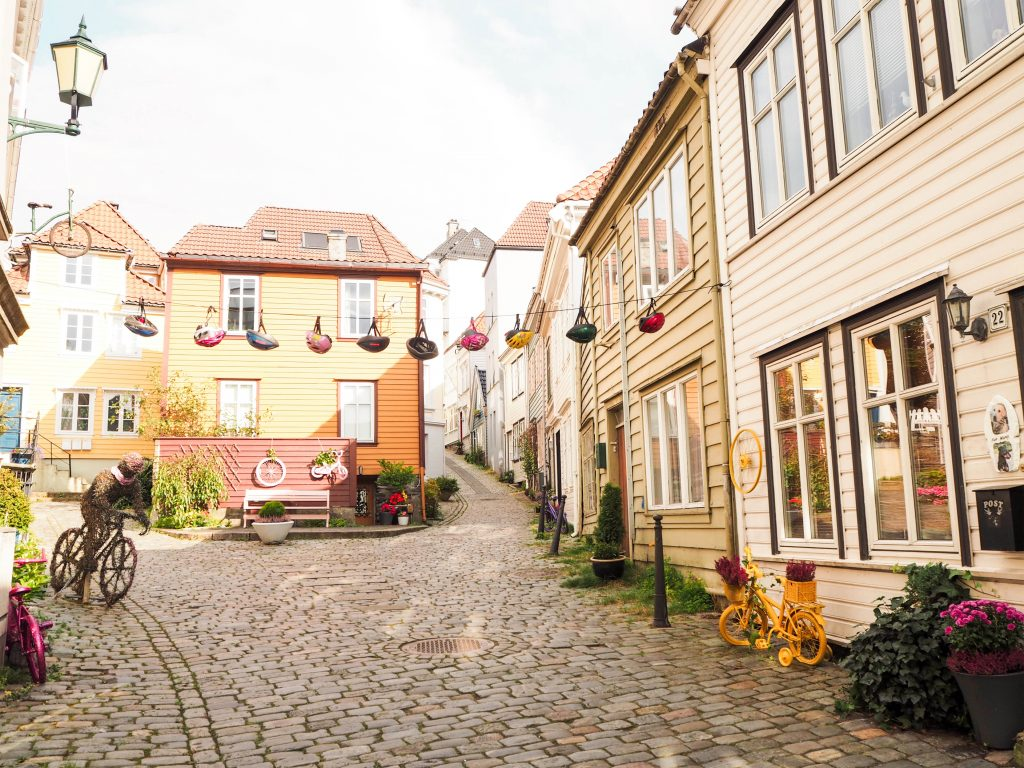 Knøsesmauet, Bergen and Surrounding Side Streets